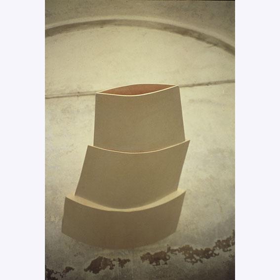 L Essente  legno curvato cm 230 x 90 x 26 2001 istallazione a Biella