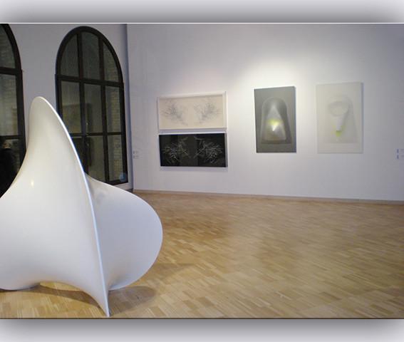Veduta della mostra Cromofobie Ex Aurum Pescara opere di Bonalumi Fiorelli e Radi 2009